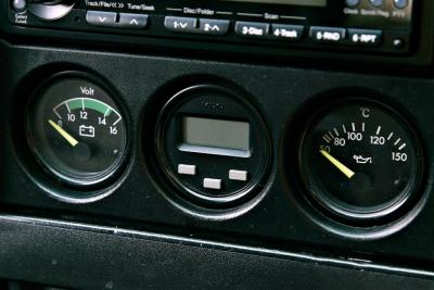 Original gauges: voltmeter, lap timer, oil temperature