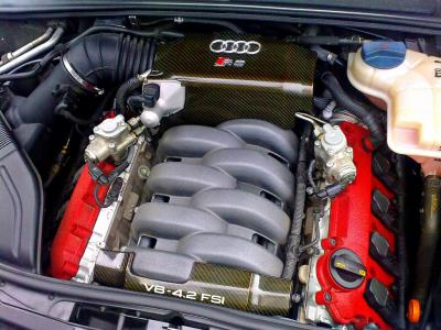 crackle-red cam-cover hints to the RS 4's racing pedigree
